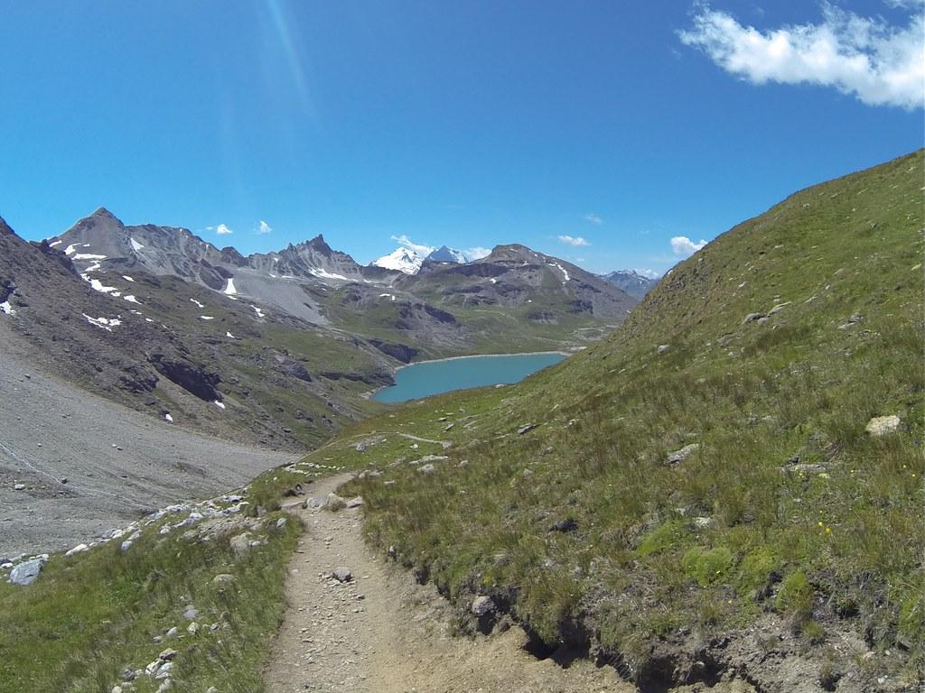 Le Lac au loin